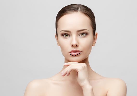 hogyan lehet eltávolítani a vörös pelyhes foltokat az arcodról)