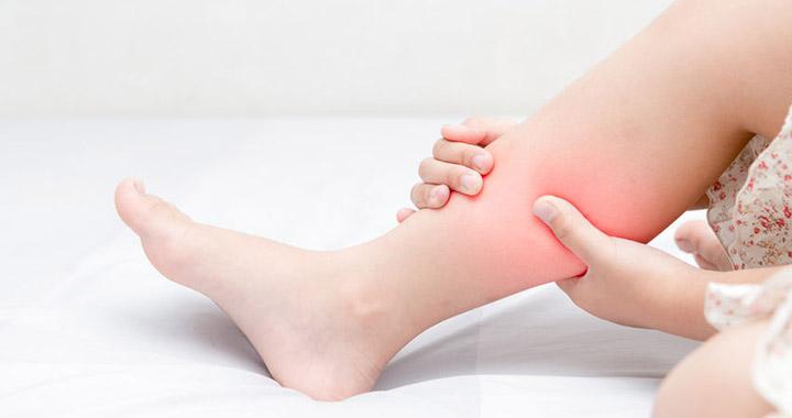 piros forró pont a lábán fáj