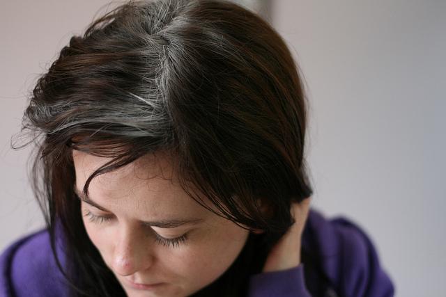 hogyan kezeljük a fejbőr pikkelysömörét népi gyógymódokkal)