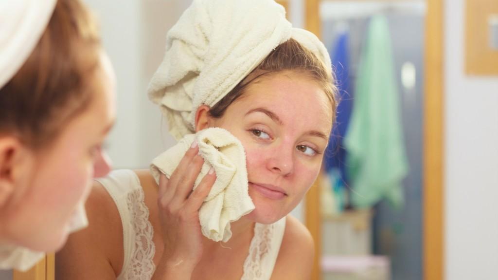 Piros foltok a homlokán: okok és kezelés - Tünetek