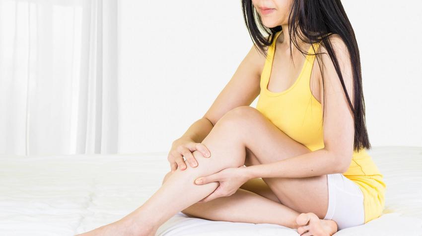 vörös fájdalommentes folt a lábán
