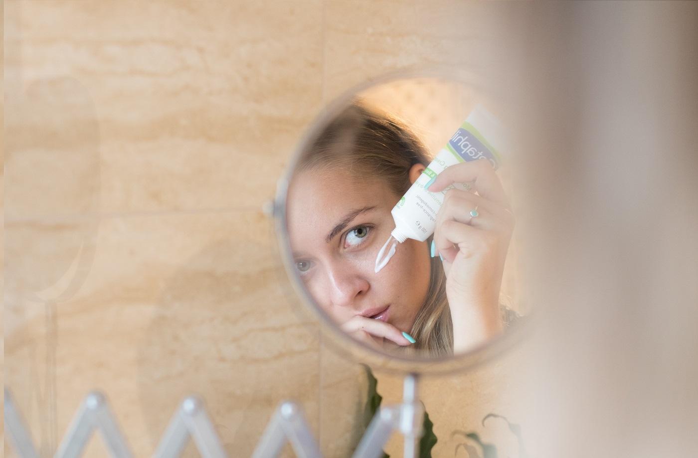 a pikkelysmr kezdete hogyan kell kezelni pikkelysömör kenőcs kezelése népi gyógymódok