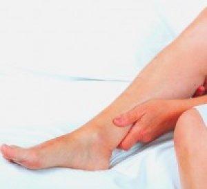 emelt vörös folt jelent meg a lábán)