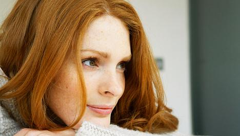 hogyan lehet eltávolítani a vörös pelyhes foltokat az arcodról